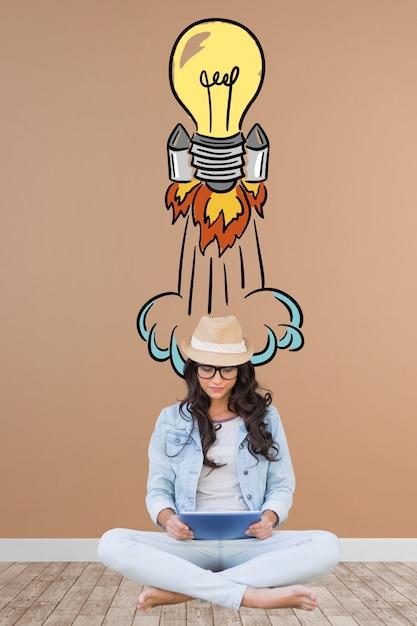 Chica artista con una bombilla de cohete dibujada a mano Foto gratis