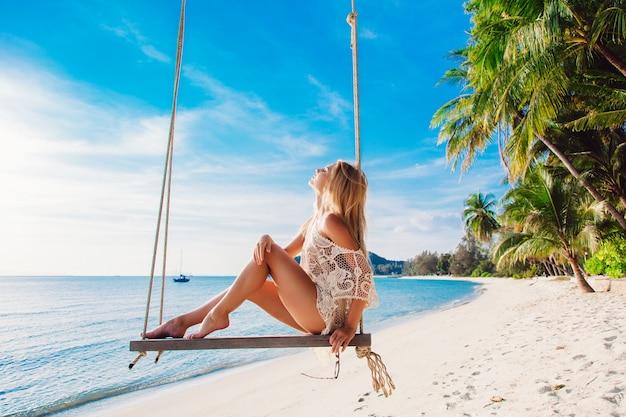 Disfrutando Sol Sentada Del ColumpioDescargar Chica En El Fotos nOkXNZwP80