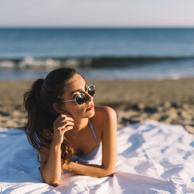 Chica Con Gratis La Gafas De En Fotos PlayaDescargar Sol Tumbada WYHE29ID