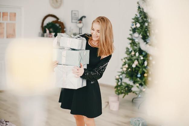 Chica hermosa navidad Foto gratis