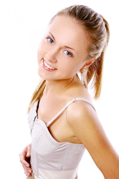 Chica joven y hermosa en el blanco Foto gratis