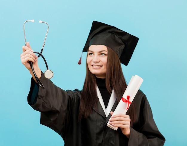 Chica orgullosa con estetoscopio Foto gratis