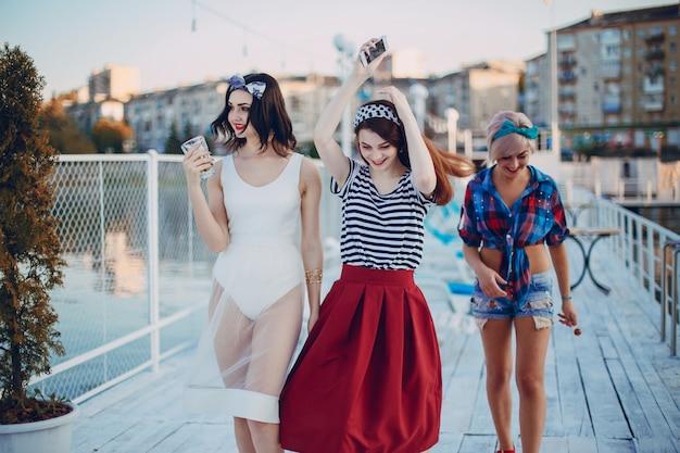 Chicas Jovenes Imgenes De Archivo, Vectores, Chicas