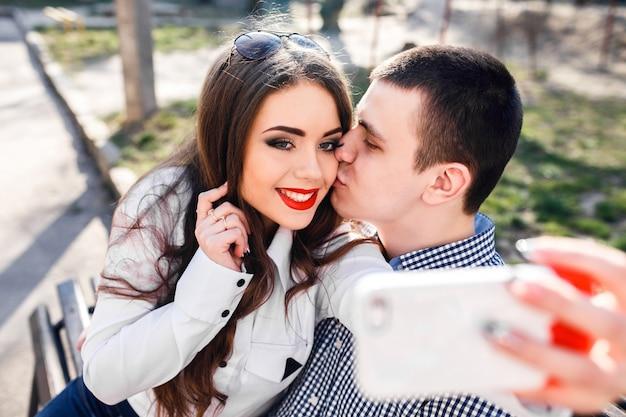 asombroso encontrar novia besando