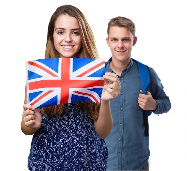 Chico y chica  con una bandera inglesa Foto gratis