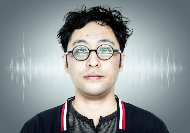 Chico programador japonés Foto gratis