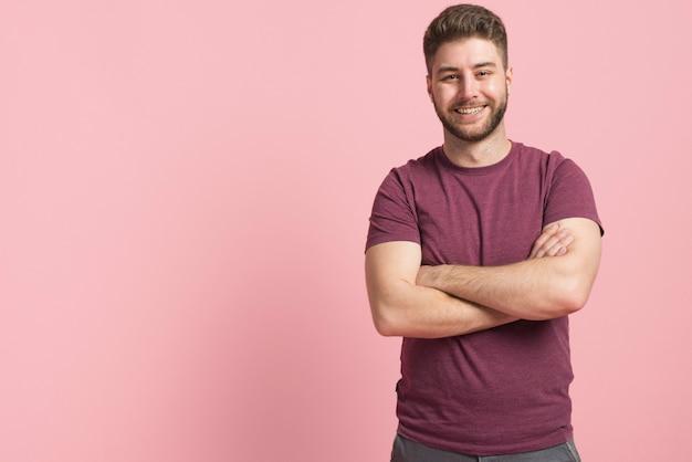 Chico sonriendo Foto gratis
