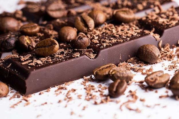 Chocolate negro con café Foto gratis