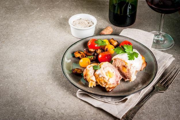 Chuleta de carne casera cordon bleu Foto Premium