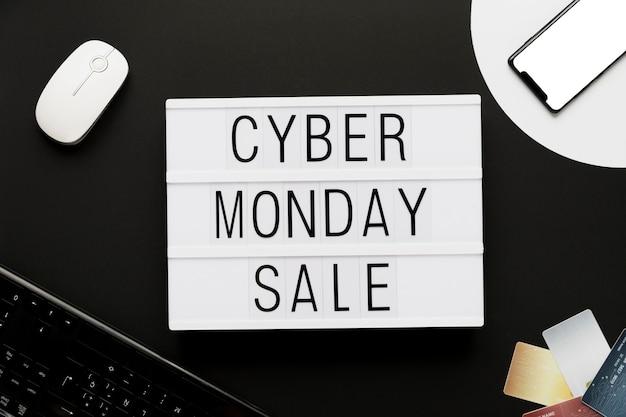 Ciber lunes mensaje de comercio en línea Foto gratis