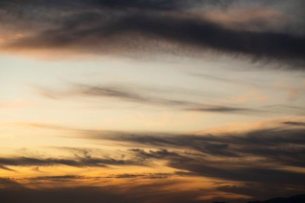 Cielo nublado con fondo de espacio de copia Foto gratis