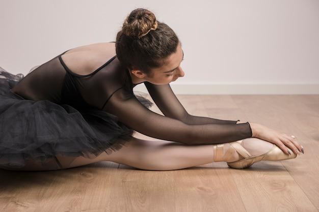 Cierre de bailarina de estiramiento Foto gratis