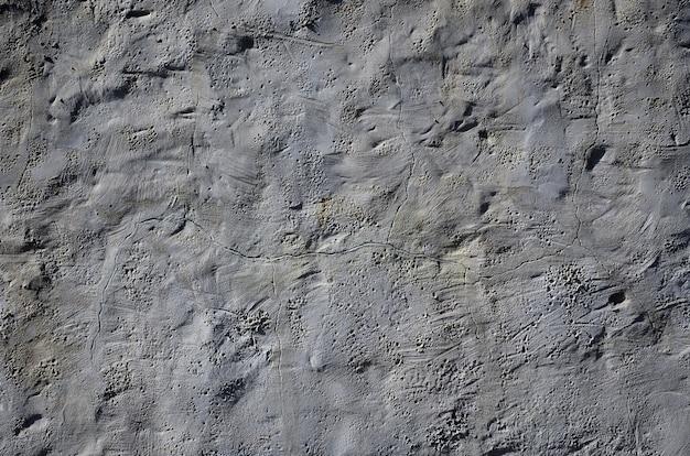Ciérrese encima del tiro de la pared de la arcilla del marrón del grunge en una casa vieja. la mezcla de algún otro objeto como la madera y la piedra. Foto Premium