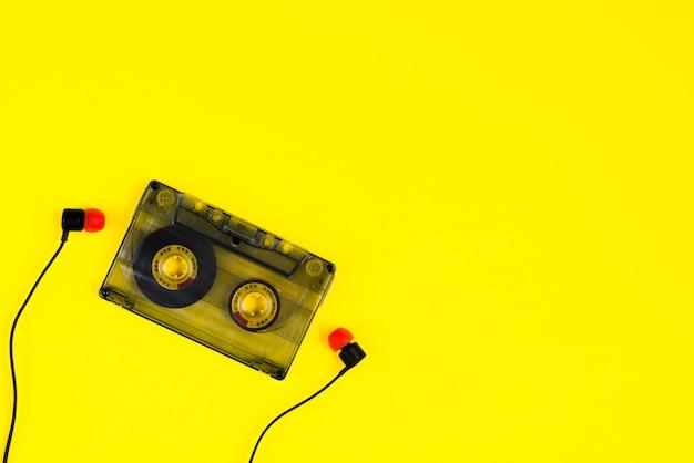 Cinta de casete y auriculares Foto gratis
