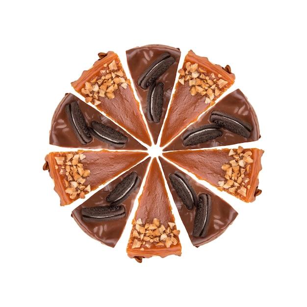 Círculo de pasteles de chocolate y caramelo aislado Foto gratis