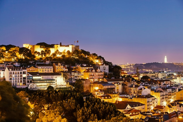 Ciudad de lisboa de noche Foto Premium