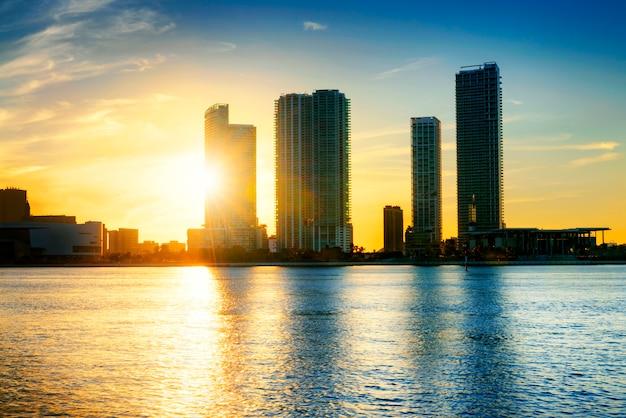 Ciudad de miami de noche Foto Premium
