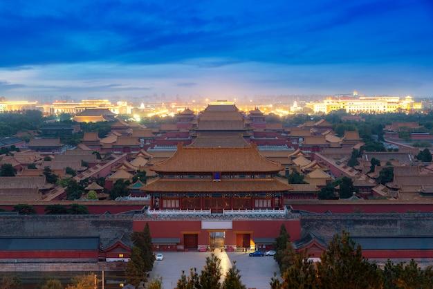 Ciudad prohibida antigua de pekín en noche en pekín, china. Foto Premium