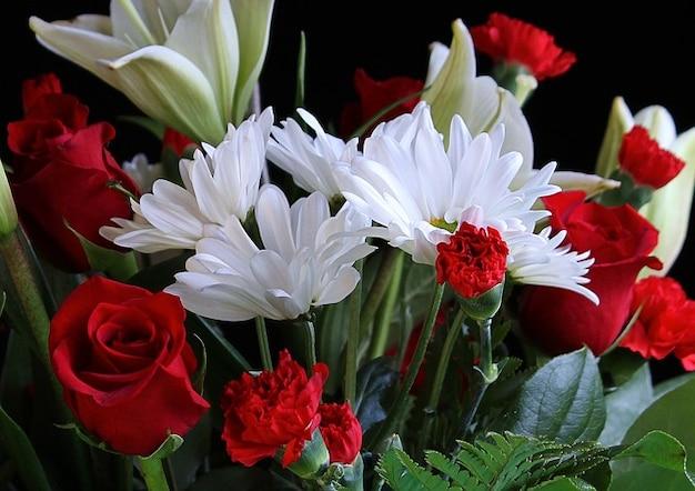 Claveles Rosas Margaritas Flores Foto Gratis