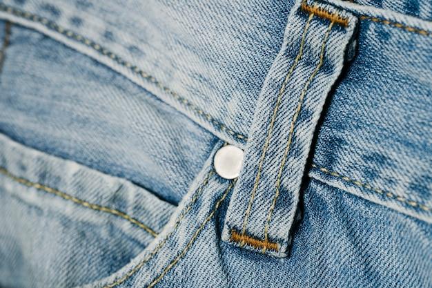 Close-up bolsillo de pantalones de mezclilla Foto gratis