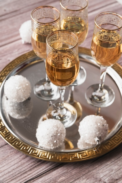 Close-up copas de champán espumosos Foto gratis