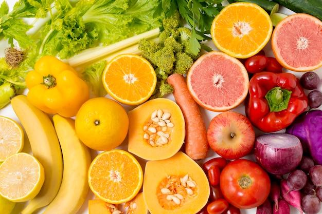 Close-up deliciosas frutas y verduras Foto gratis