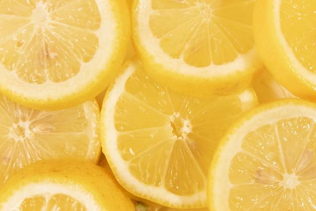 Close-up deliciosas rodajas de limón Foto gratis