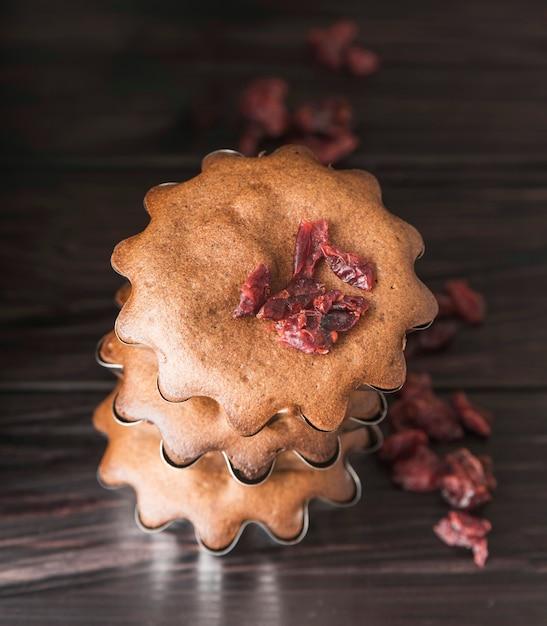 Close-up delicioso montón de magdalenas Foto gratis