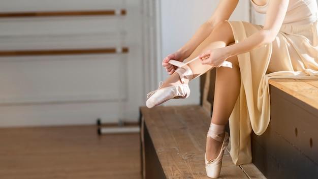 Close-up elegante bailarina de ballet Foto gratis