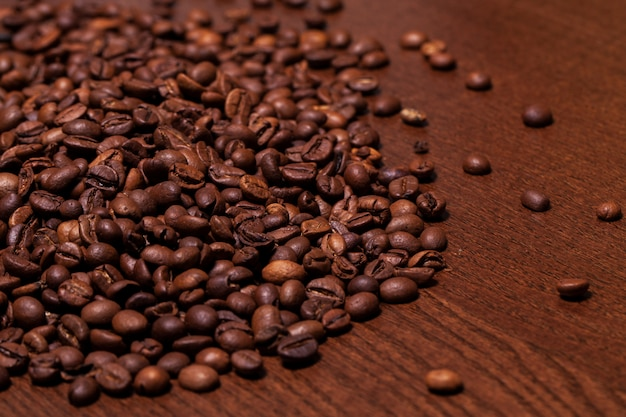Closeup imagen de granos de café tostados Foto gratis