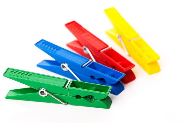 Closeup imagen de pinzas para la ropa coloridas Foto gratis