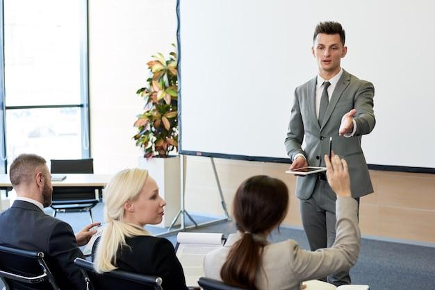 Coach de negocios en seminario Foto Premium