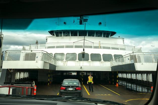 Coches cargando en un ferry, columbia británica, canadá | Descargar ...