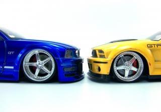 coches de juguete, azul Foto Gratis