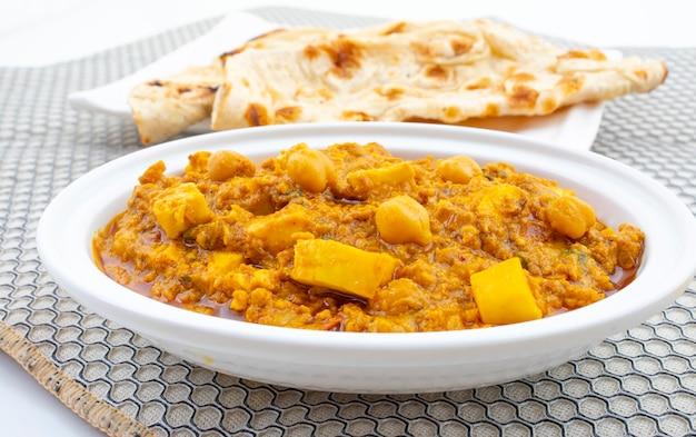 Cocina india saludable del norte chole paneer Foto Premium