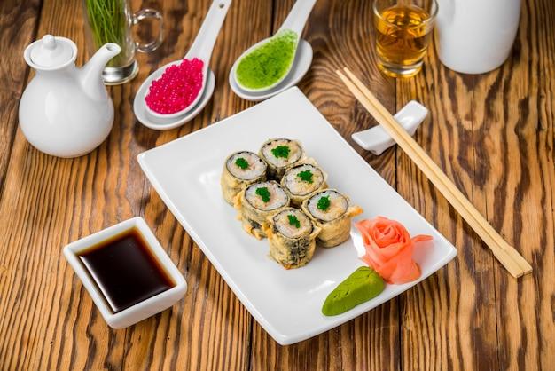 Cocina japonesa con mariscos frescos. Foto Premium