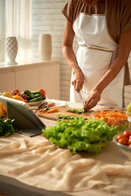 Cocinar plato saludable Foto gratis