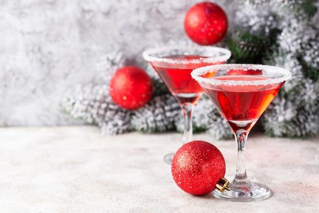 Cóctel festivo de navidad martini rojo Foto Premium