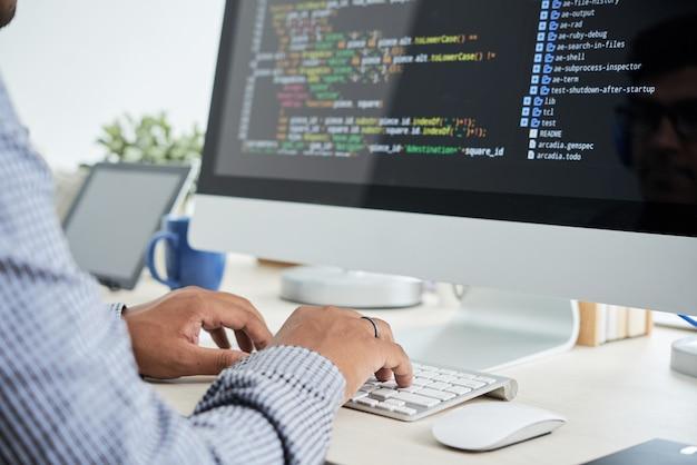 Coding man Foto gratis