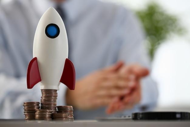 Cohete al inicio del cuarto se encuentra en la mesa Foto Premium