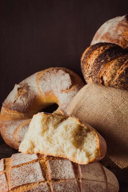 Colección de diferentes panes. Foto gratis