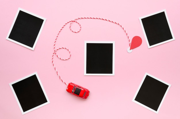Colección de fotos con coche de juguete en la mesa Foto gratis