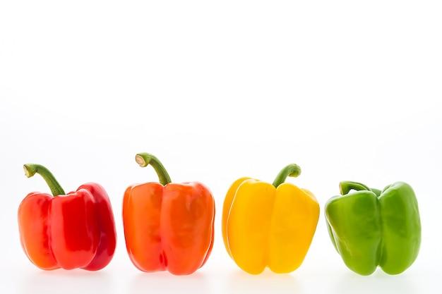 Colección de pimientos coloridos Foto gratis