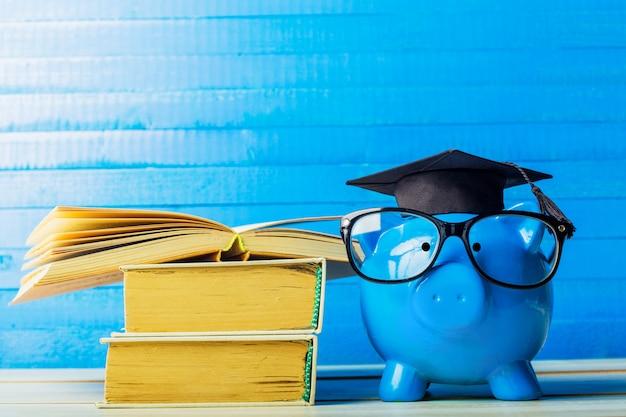 Colegio graduado estudiante diploma hucha Foto Premium