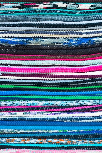Colores textiles del arcoiris que muestran la textura de las costuras Foto Premium