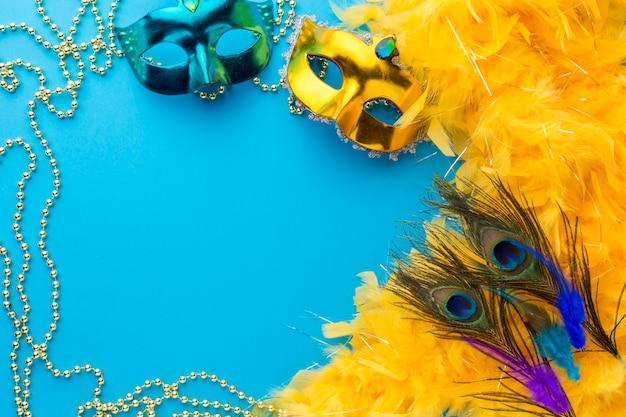 Coloridas máscaras de carnaval con espacio de copia Foto gratis