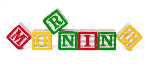 Coloridos bloques del alfabeto. palabra mañana aislado en blanco Foto Premium