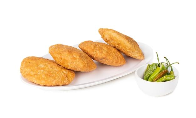 Comida callejera india kachori picante Foto Premium