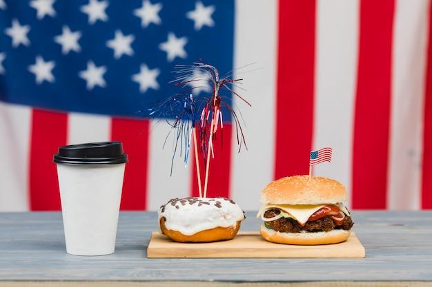 Comida del día de la independencia en la mesa Foto gratis