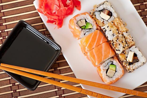 Comida japonesa - sushi y sashimi Foto gratis